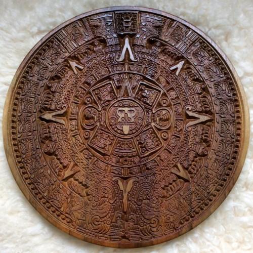 Calendario azteca o Piedra del Sol en madera