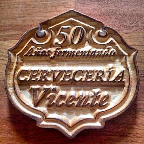 Cartel conmemorativo grabado en madera